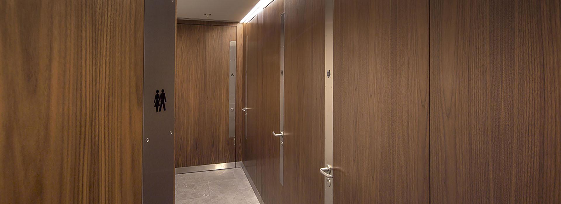 Shadbolt_8_St_James_Square_veneered_toilet_doors