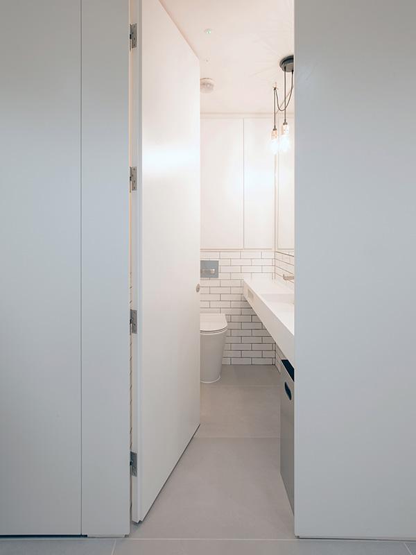 Shadbolt_white_laminated_washroom_cubicles_at_8_Cavendish_Square