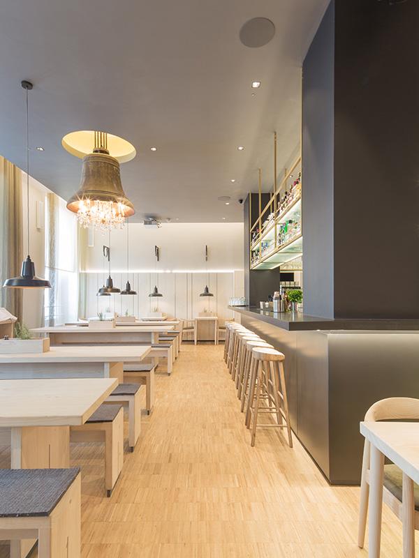 Steins_Berlin_restaurant_interior_1