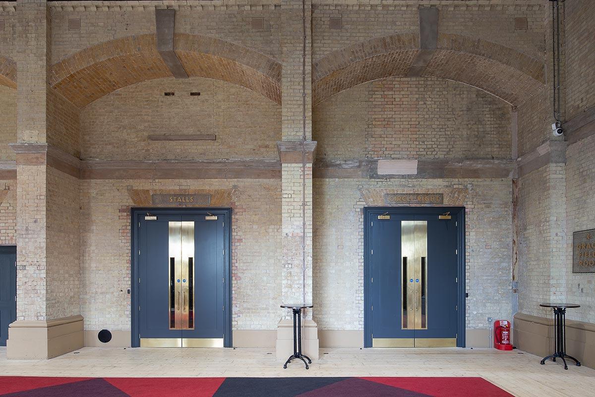 Shadbolt_Alexandra_Palace_Theatre_interior-7
