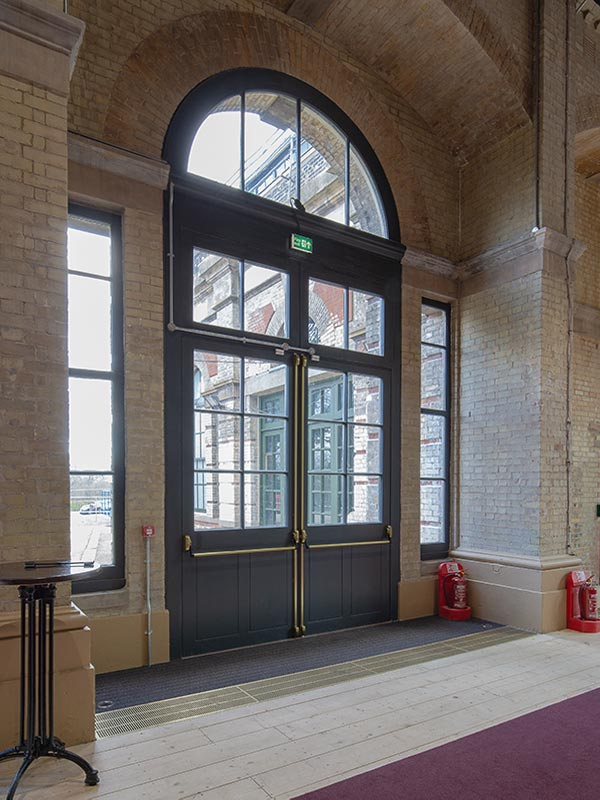 Shadbolt_Alexandra_Palace_Theatre_interior-4